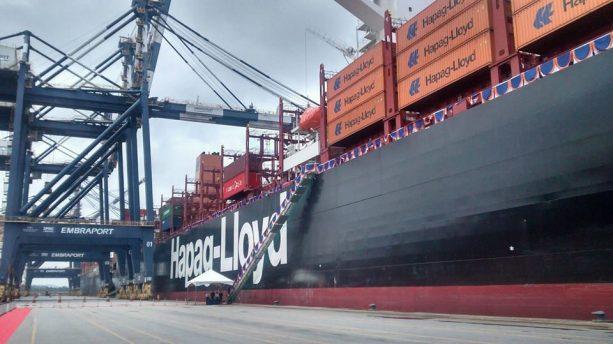 """O navio """"Santos Express"""" - Foto: Alex Tajra"""