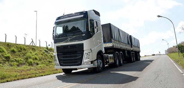 Volvo FH 6x4. Crédito: Divulgação