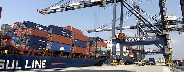 DP World Santos inicia operação de novas linhas de longo curso e cabotagem